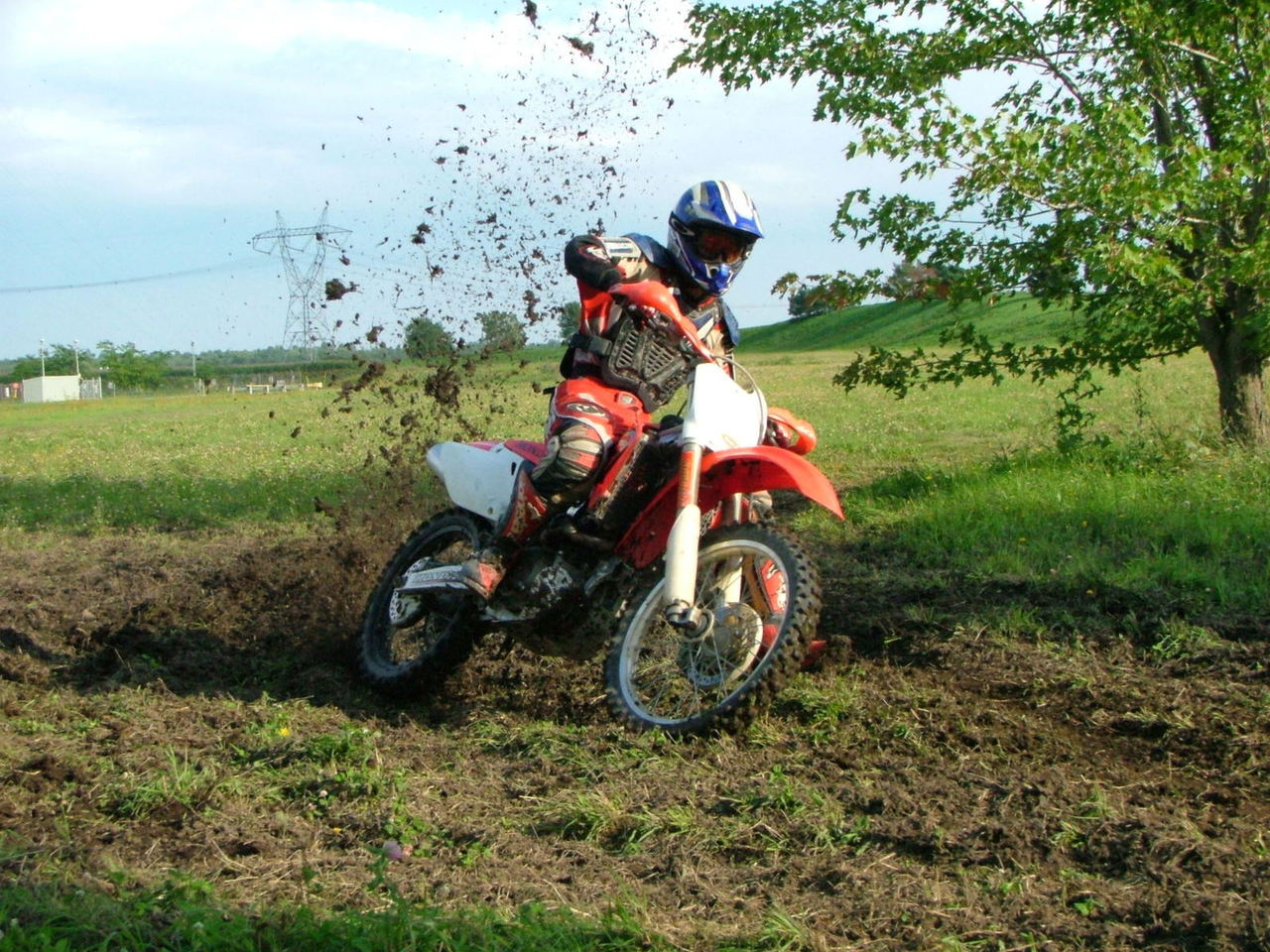 What Dirt Bike Should I Get? (5 Things To Know)